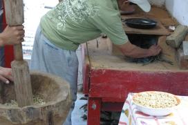 Lighting the fogon to roast hulled coffee
