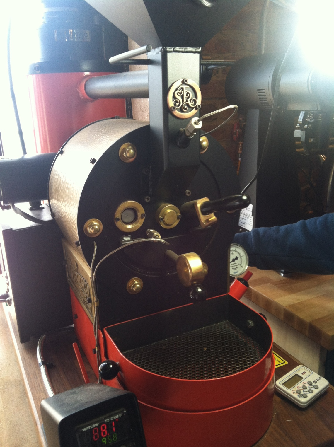 Not a sample roaster, just a really cool mini version of a drum roaster